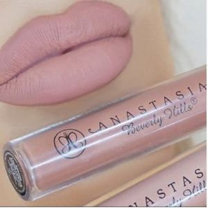Anastasia Berverly Hills  Lipstick color STRIPPED